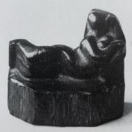 <strong>Liggende figuur</strong> – 1958 – djiattihout – 7.5 x 8 x 4 cm – particuliere collectie